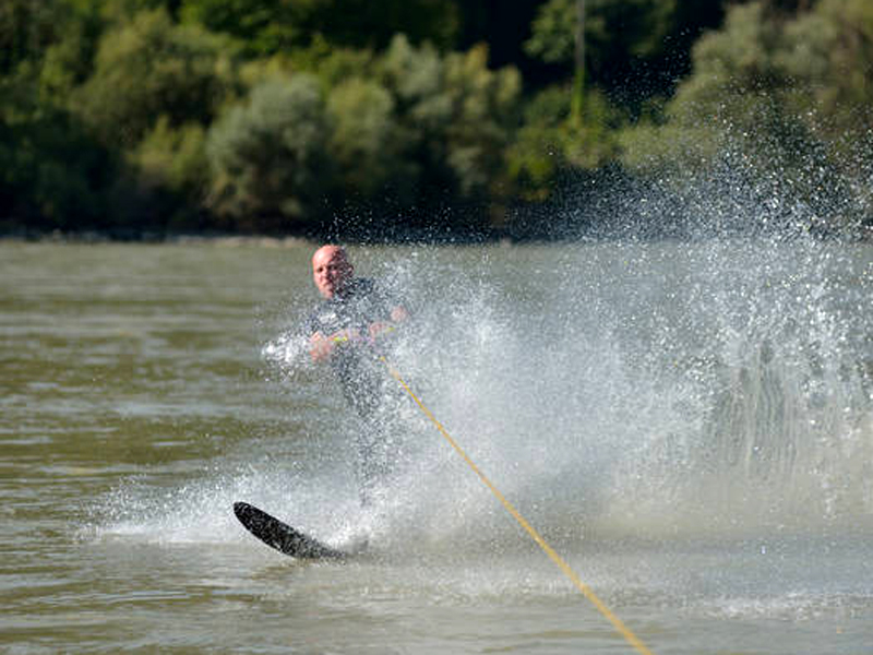 csm_WNK_Wasserskifahrer_c_Wassersportclub_Aggsbach_Dorf_c503755bef